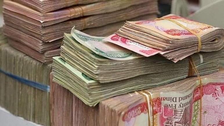 نائب : اقتراض الحكومة لن يكفي لسد رواتب شهرين