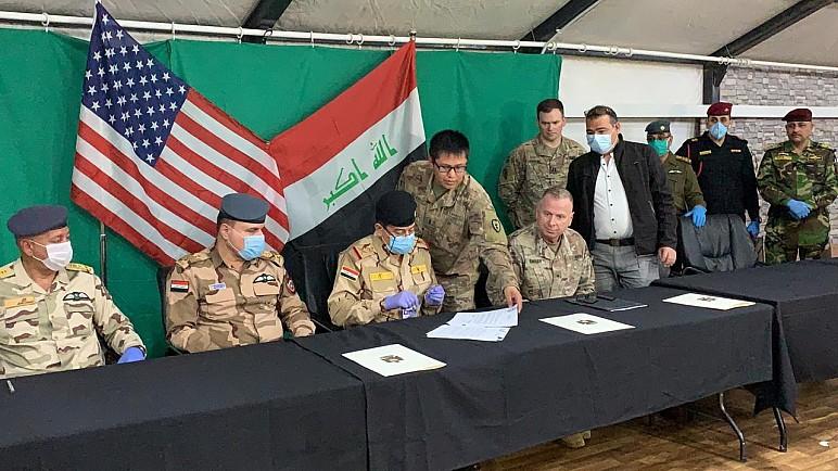 بالصور …التحالف الدولي يسلم قاعدة القيارة الجوية في نينوى الى القوات العراقية