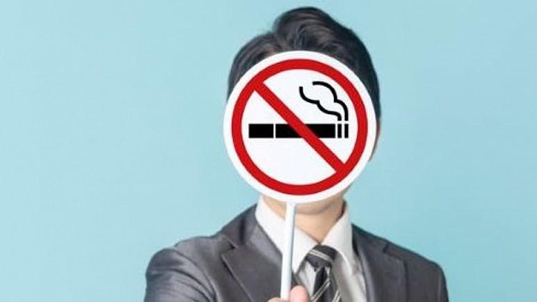 """ينقل ملوثاته للمخالطين.. """"الجلوس مع مدخن"""" خطر على الصحة"""