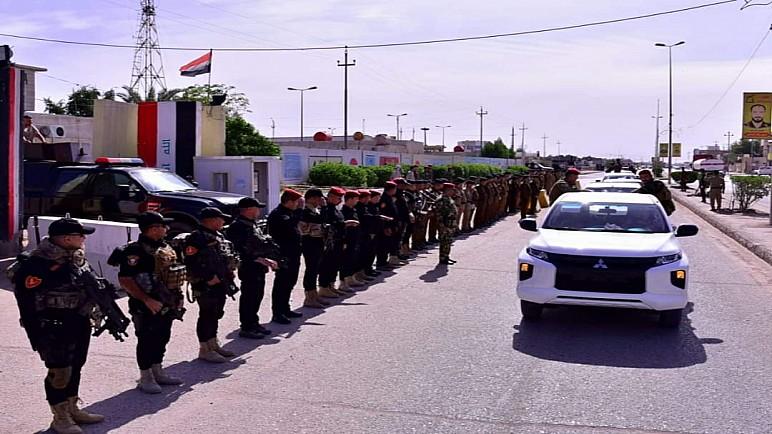 بالصور : شرطة ذي قار تشيع منتسباً استشهد في مواجهات مع محتجين يطالبون بكسر حظر التجوال