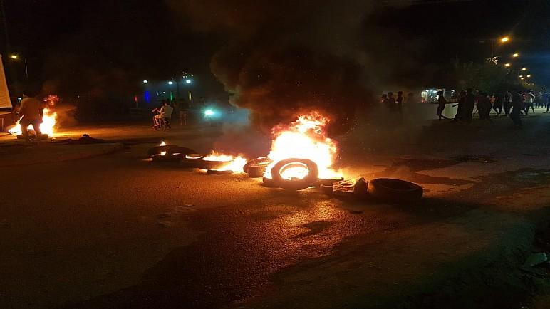 حرق اطارات بمقتربات جسر النصر في الناصرية