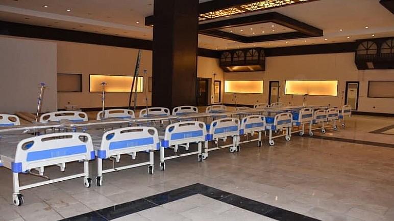 وزير الصحة يشرف ميدانياً على تهيئة وتجهيز أسرة للمصابين بكورونا في معرض بغداد الدولي