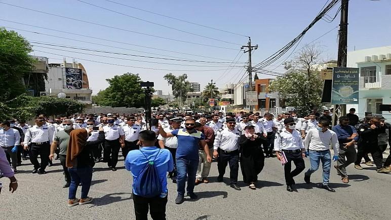 متظاهرون في السليمانية يقتحمون مبنى مكتب برلمان اقليم كردستان