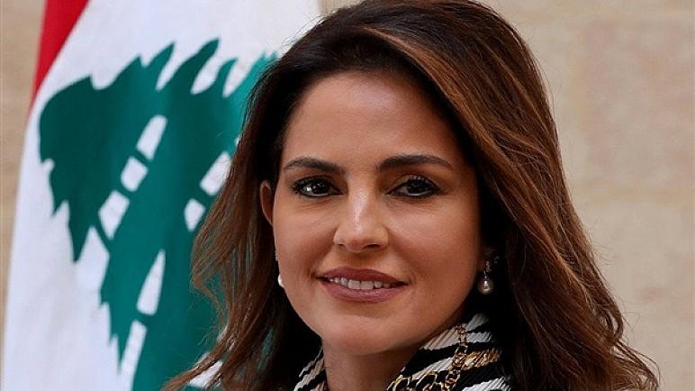 وزيرة الإعلام تعتذر للبنانيين وتعلن استقالتها من الحكومة