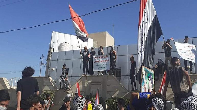 بالصور … تظاهرات ناحية العكيكة للمطالبة بالخدمات واقالة بعض المسؤولين المحليين