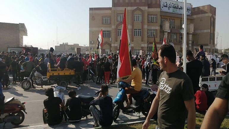 اغلاق ديوان محافظة ذي قار من قبل متظاهرين مطالبين باقالة المحافظ
