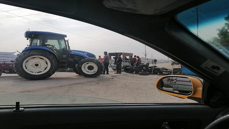 محتجون يقطعون طريقا رئيسيا وسط الناصرية للمطالبة بالخدمات