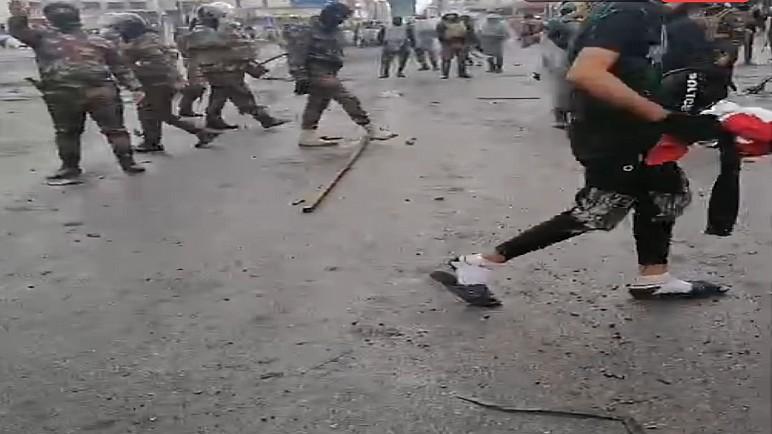 بالصور : حدوث احتكاك بين المتظاهرين والقوات الامنية في ساحة الحبوبي