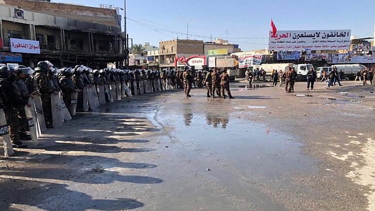 صور : محافظ ذي قار يعيد رسميا افتتاح ساحة الحبوبي بعد عام على اغلاقها من قبل المتظاهرين