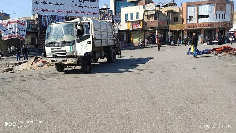 بالصور : بعد اكثر من عام على اغلاقها ، بلدية الناصرية تقوم بتنظيف ساحة الحبوبي وسط الناصرية
